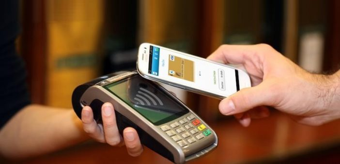 step by step you pay with your mobile phone at the cashier